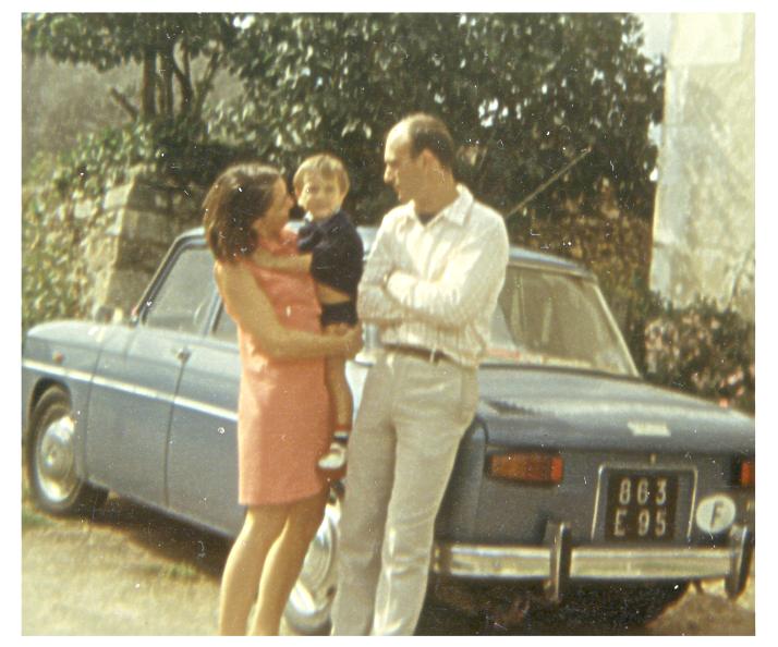 Anne christophe et pat devant la r8 a antigny 1970 1