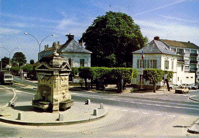 La fontaine et la mairie annexe d arnouville