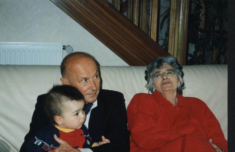 Les parents chez gilles pour les 1 an de clement mai 94