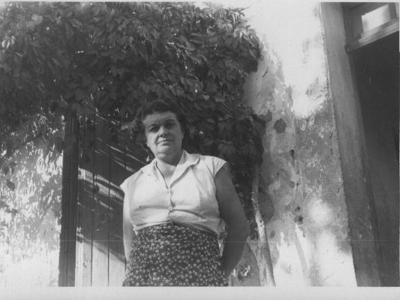 mamette-devant-sa-maison-a-carqueiranne.jpg