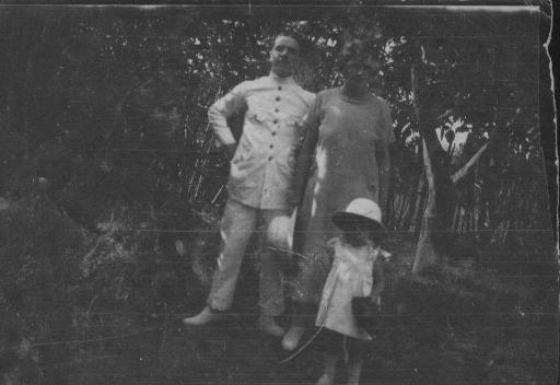 Jacques Oulès, his wife and their daughter Jacqueline (Kindia - Guinée)