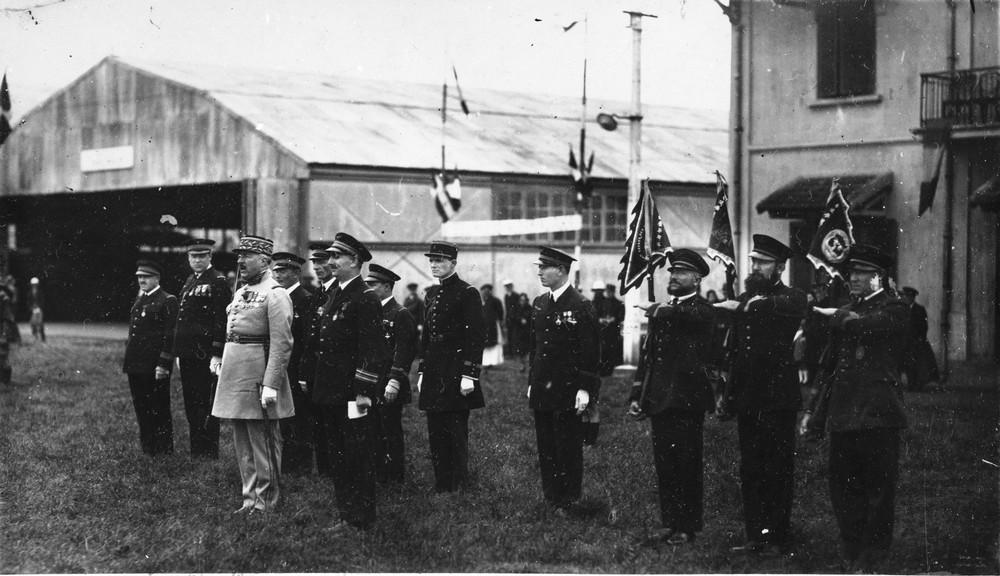 remise des fanions des 1ère, 3ème et 4ème escadrille d'Indochine à TONG en avril 1933